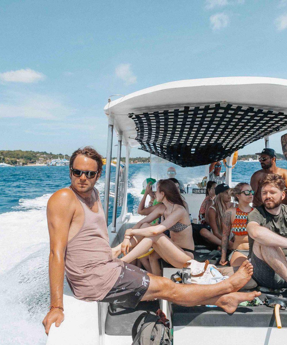 Boat-group-travel-surf-bali