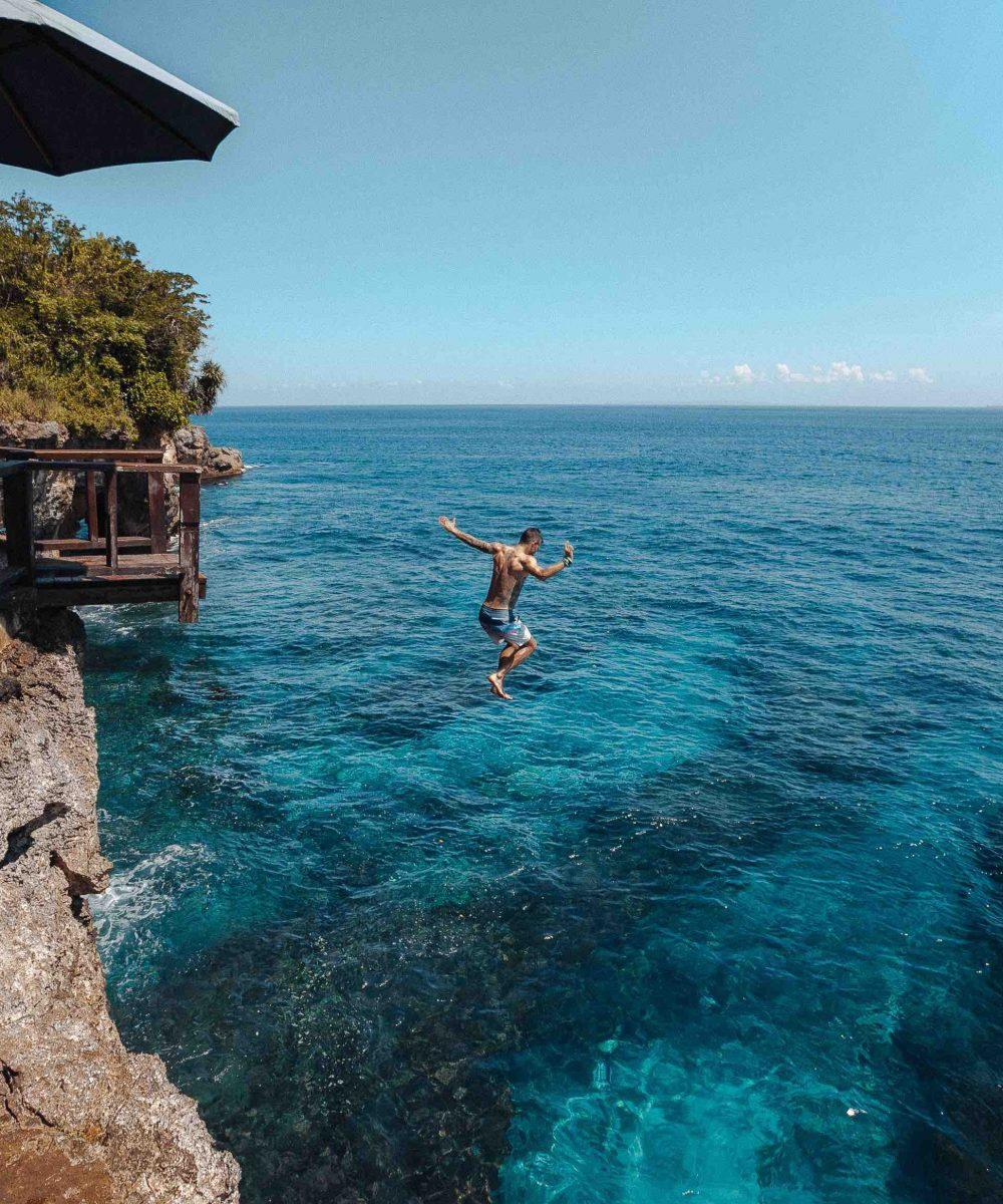 Cliff-jump-lembongan-bali