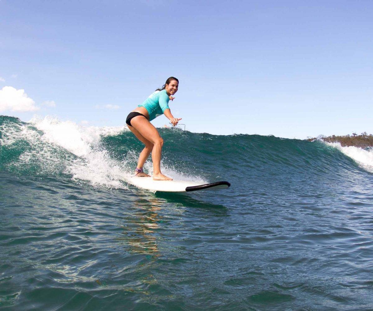 learn to surf ecuador