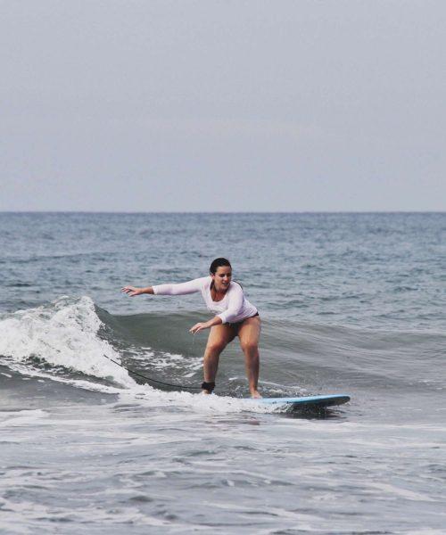 Surf lessons Ecuador