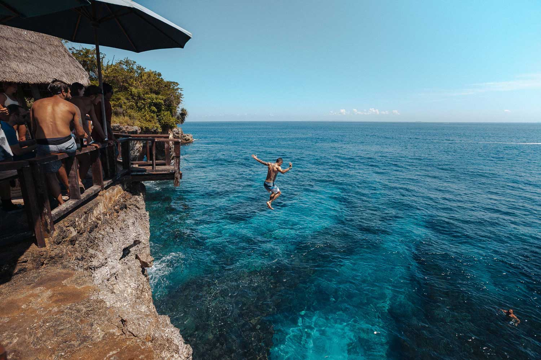 Cliff jump Lembongan Bali