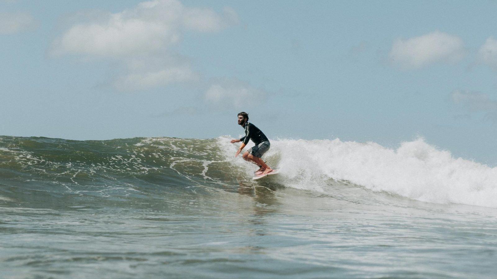 Surfer Nosara Costarica