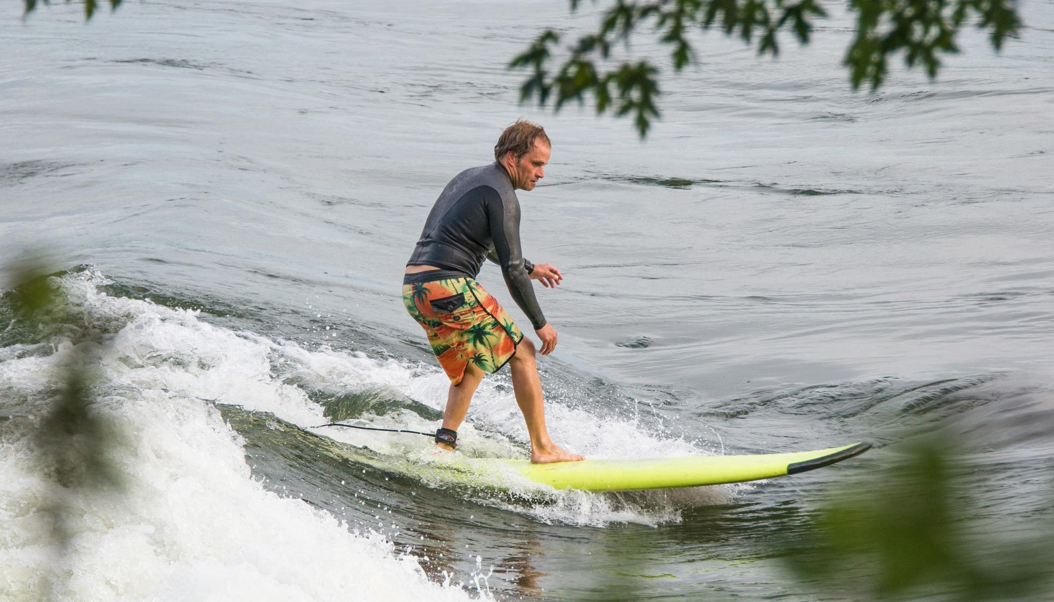 Hugo-Lavictoire-Surf-Guy's-Wave